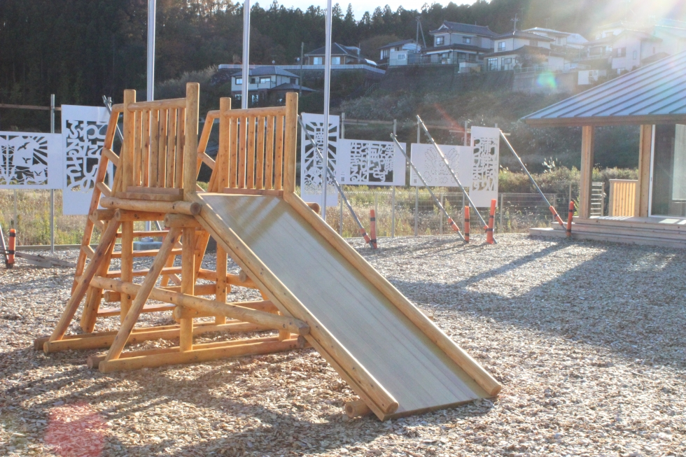 ポータルセンター前に木製の遊具が設置されます!
