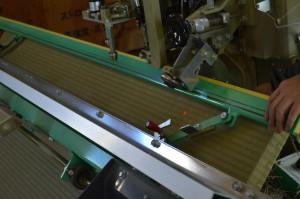 畳のヘリを縫う機械