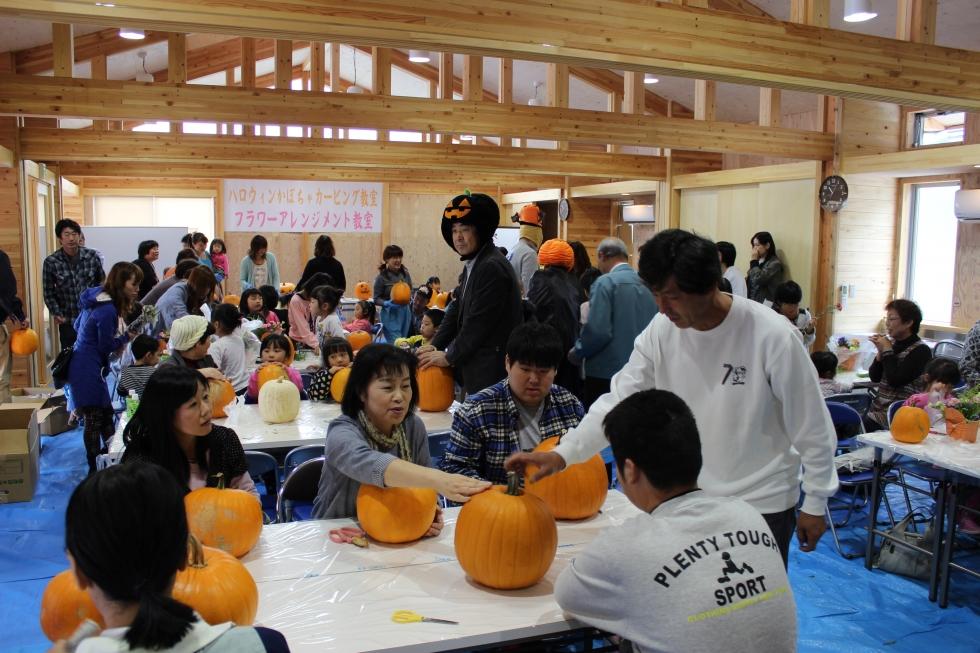 ハロウィンかぼちゃカービング教室&フラワーアレンジメント教室