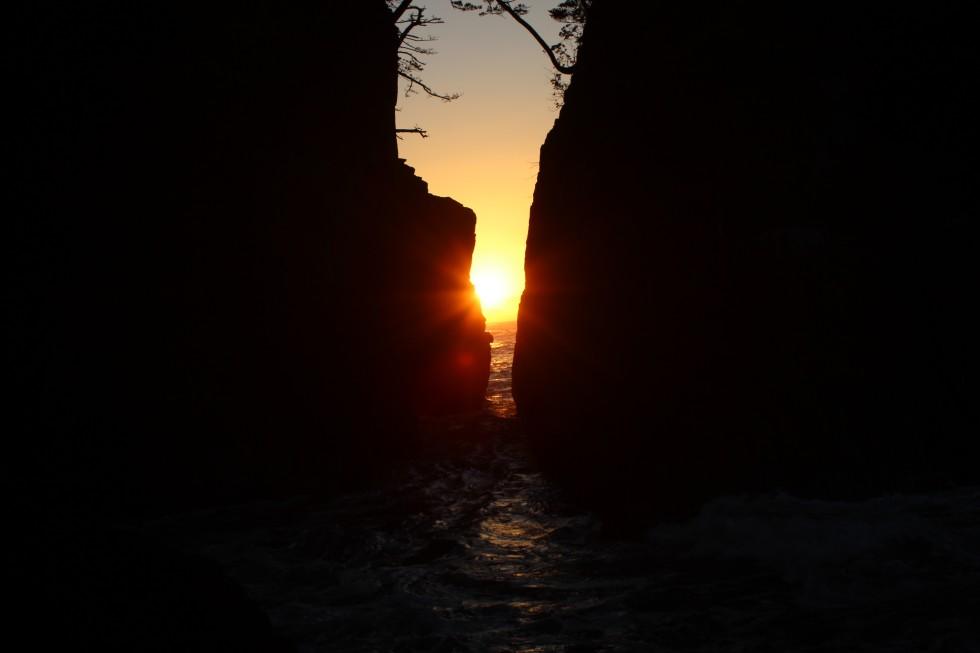 【期間限定】景勝地「神割崎」から見える朝日