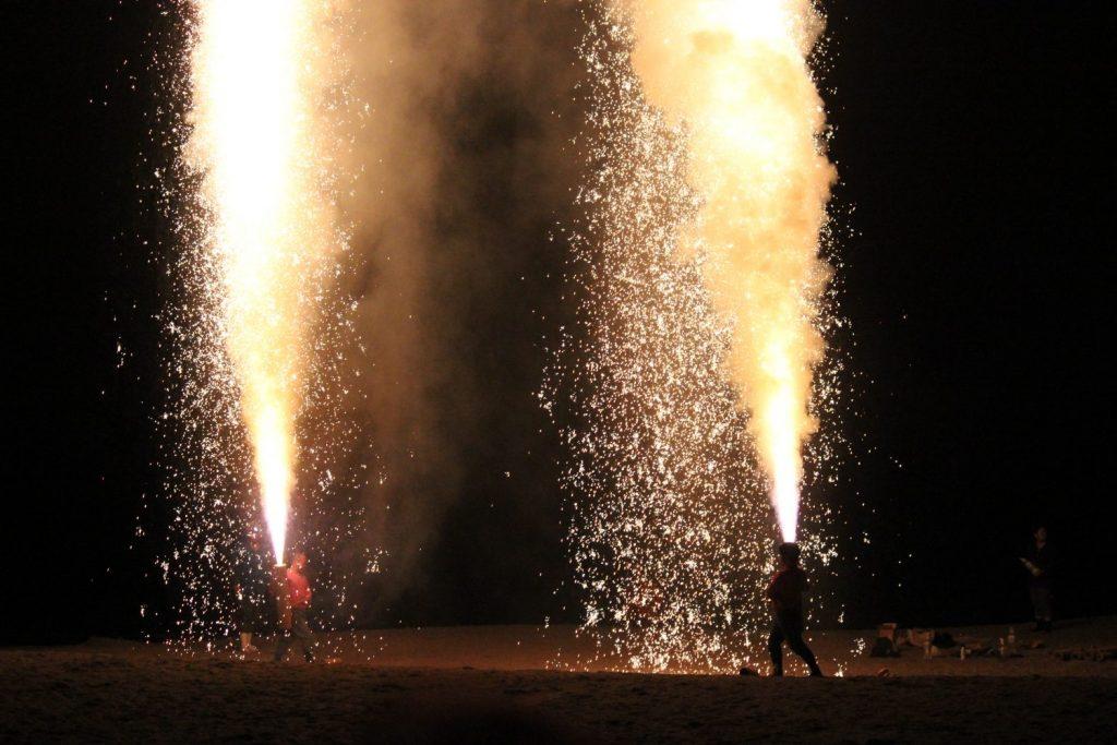 空高く噴き上げる火柱『三河手筒花火』